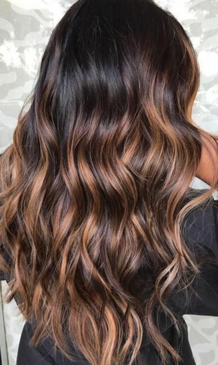 Meche couleur miel sur cheveux noir