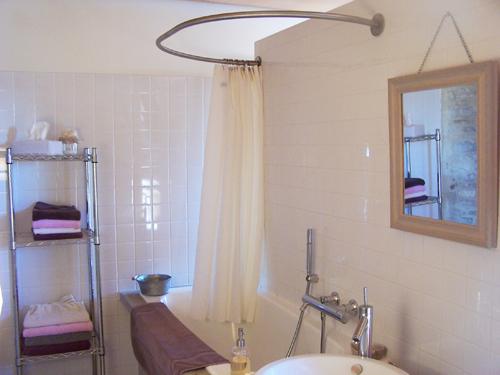 barre et rideau de baignoire