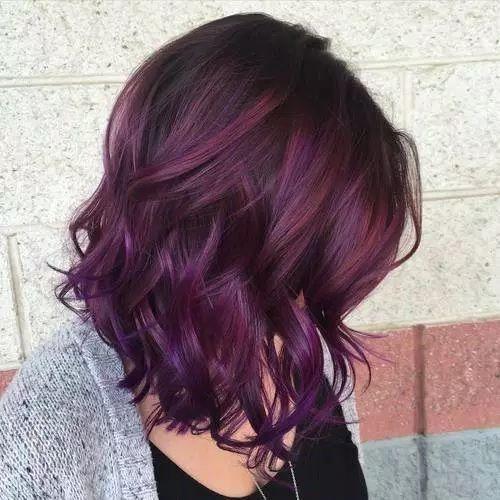 cheveux courts violet